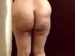 arab women danceing with booty 1